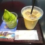 43614566 - 「抹茶ソフトクリーム」(540円)+「アイスカフェオレ」(380円)