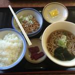 山田うどん - 朝の納豆定食、納豆タップリ
