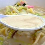 43615549 - 福建省出身の先代がつくった味を日本人好みに改良し、オリジナルの味に仕上げているそうです。                       やや甘口であっさりとしたスープが特色。