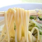 43615550 - 麺は小麦粉・水・唐灰汁(とうあく)でできています。                       唐灰汁は、普通のかんすいよりもっと風味や色が付くそうです。