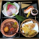 鈴亭 - 料理写真:鈴亭弁当(松花堂)¥1600 お刺身、焼物、煮物、揚物、茶わん蒸し、香物、汁物、ご飯、水菓子