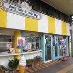 AKAO - JR小浜駅から徒歩2分ほどのところにあります。