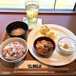 カフェ&ミール ムジ - 選べるDELI3品+十穀米+凍頂烏龍茶