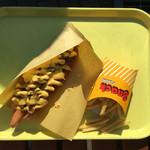 Philly's - フィリーズステーキ、追加ソーセージ、ポテトの空中写真
