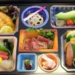 小鯛寿司 - 仕出しです。最近こんな本格で豪華な仕出しは見たことないですねぇ。