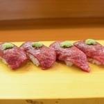 小鯛寿司 - 和牛の握り お肉の握りは食べたコトがありますが全然違います!とろけます! 良い肉が入った時に食べれます。
