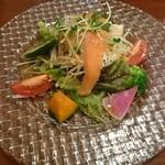 中華ビストロうちだ - 中華ビストロランチの野菜サラダ  単なるサラダじゃない本格的