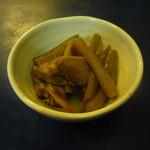 和田屋 - お通しの蕗の煮物