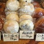 フール・アン・ピエール - 相方は塩豆あんパンを