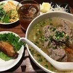 ベトナム家庭料理 QUAN AN TAM - 牛肉のフォー 1,000円