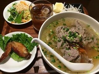 ベトナム家庭料理 QUAN AN TAM 自由が丘店 - 牛肉のフォー 1,000円