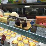 小樽洋菓子舗ルタオ 本店 - 生で見るとまた美味しそー♪♪