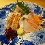43625296 - お刺身盛り合わせ のどぐろの炙り 真鯛 クエ