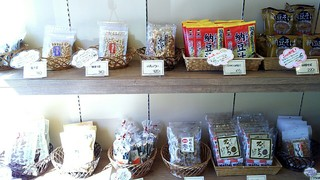 納豆工房 せんだい屋 - 店内には納豆商品がいっぱいあります