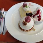 43629847 - 選べるケーキはクルミのタルトにしました。