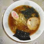 燈 - 料理写真:しょうゆラーメン(500円)