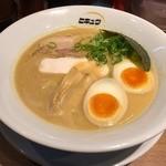 ヒキュウ - 鶏白湯魚介濃縮ラーメン(750円)