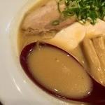 ヒキュウ - 鶏白湯魚介濃縮ラーメン(750円)スープ