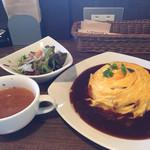 LOOP - 5setランチのスープ、サラダ、オムライス