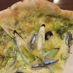 カナイシ - 2015年10月下旬 きびな、オリーブ、ネギが大人のピザを構成していました。