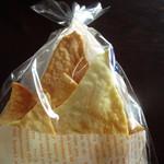 43634687 - ちょっと4人じゃ少なそうだったんでカウンターに置いてあったチーズクリズピー100円もつまみに追加です。