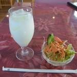 TARA - 料理写真:セットのサラダとラッシー