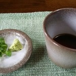 そば庭 旅人 - 蕎麦湯と共に出汁と薬味を出して頂きました