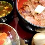 赤坂 津つ井 - 連れのビフテキ丼