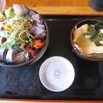 タカマル鮮魚店 - ランチの青丼とあら汁 1080円 2015.10