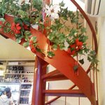 新川大勝軒飯店 - 2階へ行く真っ赤な螺旋階段。