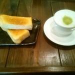 四恵菜 - ガーリックトーストと宇治抹茶ラテ
