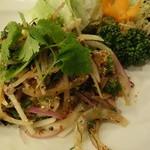 アジアンタワン - つぶ貝のラープ