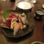 43641980 - 天然お刺身3種盛り、マグロ・鯛・鰆の炙り。880円
