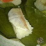 柿の葉すし本舗たなか - 料理写真:たなかの柿の葉ずし 鯛