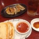餃子の安亭 - 印度ナンカレーセット、焼餃子、ウーロンハイ