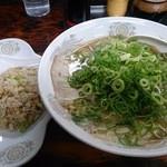 43645777 - チャーシュー麺 大 メンカタネギマシ + やきめし