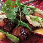姪浜 門際飯荘 - 黒酢を使った『黒い黒い酢豚』も気になりましたが、今回は初訪問なので、お店人気の『定番酢豚いろいろ野菜と共に』を注文。