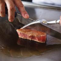 鉄板焼「天王洲」 - 目の前で焼き上げられるステーキ