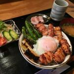 一 - 焼鳥丼 (サラダ・味噌汁) 800円 (ご飯大盛無料)