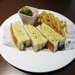 赤坂スクエアダイニング - トリュフ風味のオムレツサンド