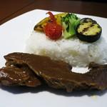 赤坂スクエアダイニング - やわらかく煮込んだビーフカレー 彩り野菜添え