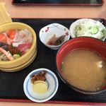 ぎょれん丸 - 2015年の海鮮丼定食