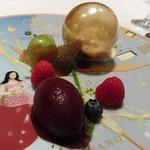 モナリザ - 2015年10月 アメ細工の黄金色のボールとフルーツの盛り合わせ