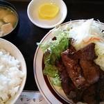 焼肉ハウスモンモン - 料理写真:牛レバー定食 830円