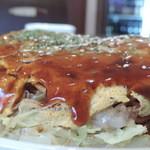 鉄板焼お好み焼 花子 - 肉玉辛麺 横から