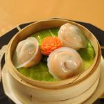 「彩り三種海鮮の扇蒸し餃子」