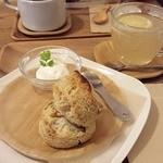 ココロスコーンカフェ - 紅茶&くるみ