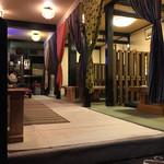 居酒屋こうちゃん - 中の様子。座敷は全部で4部屋あります。そのうち1部屋は小さめの個室です。