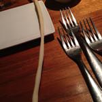 クッチーナ イタリアーナ セルヴァッジョ - さりげなくグリッシーニご添えられてます