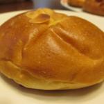 43668445 - ビターチョコクリームパン(160円)
